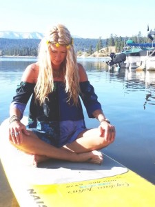 paddle-fitness-sup-class-floating-yoga